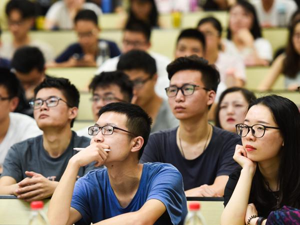 プロの眼】日本人学校という選択 日本語と外国語をバランス良く学べる ...